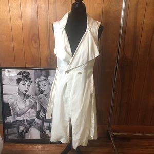NWOT WHBM off white sleeveless trench xs